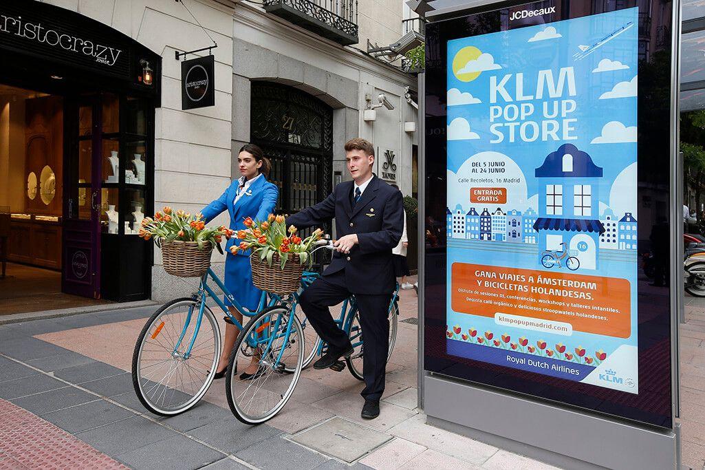 POP UP KLM: IMAGEN GRÁFICA Y AZAFATOS