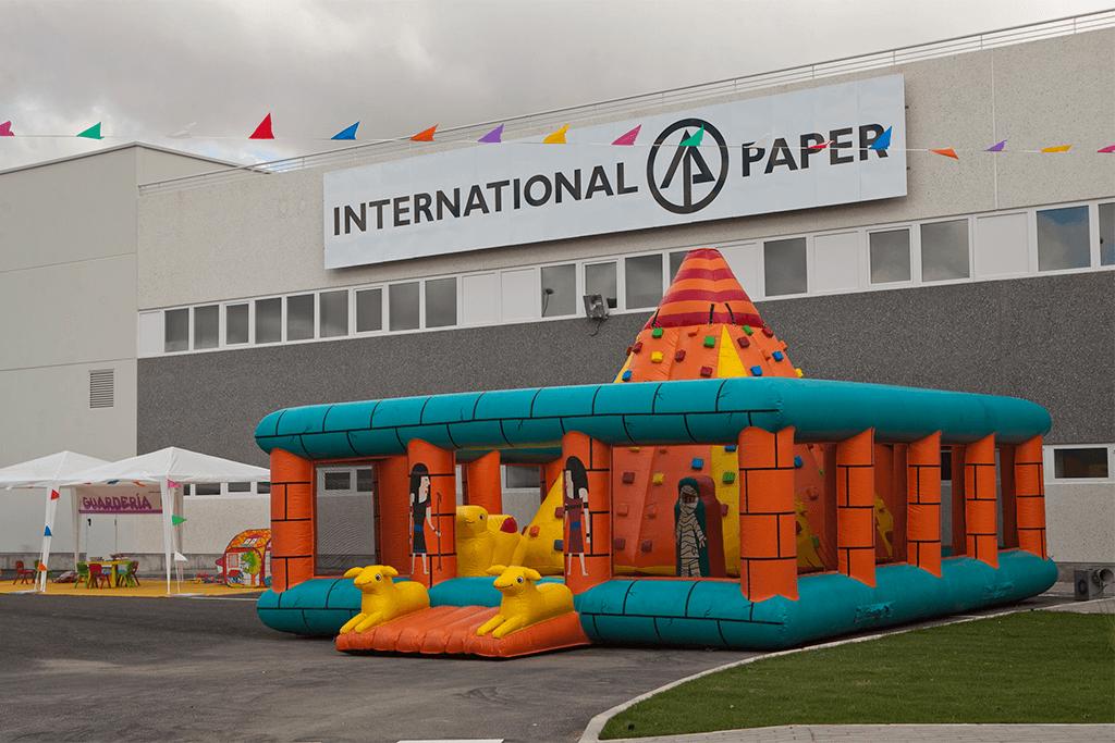 FAMILY DAY INTERNATIONAL PAPER Encuentro familiar para los nuevos empleados en la presentación de la nueva planta en Madrid de la multinacional cartonera líder en el mundo: CASTILLO HINCHABLE