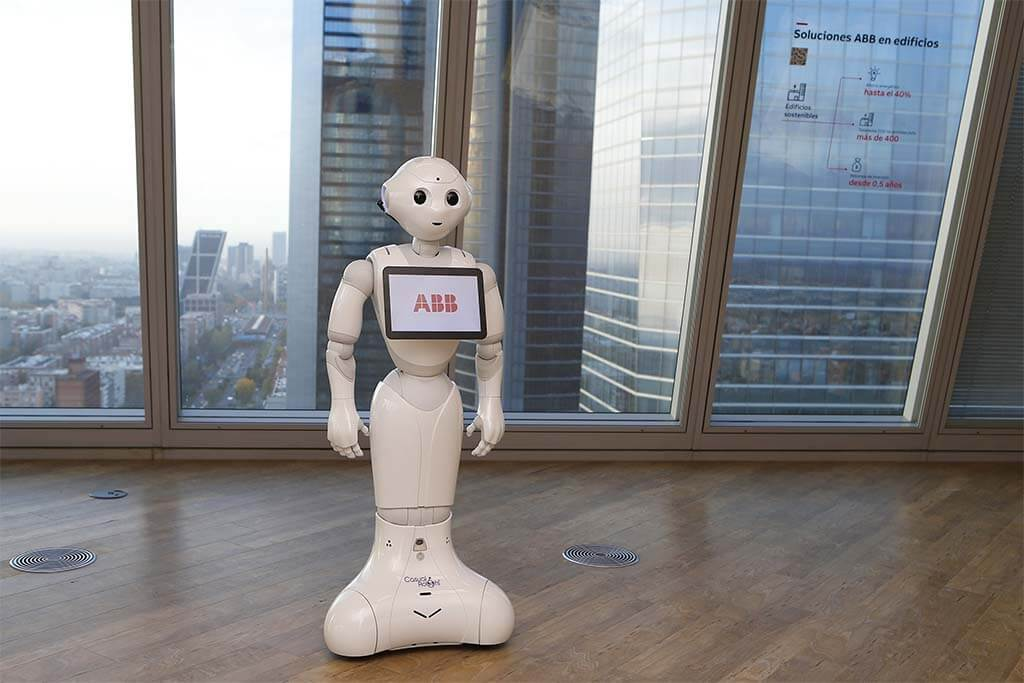 ROBOT PEPPER ABB TORRESPACIO. ENCUENTRO PARTNERS Innovación y Medio Ambiente.